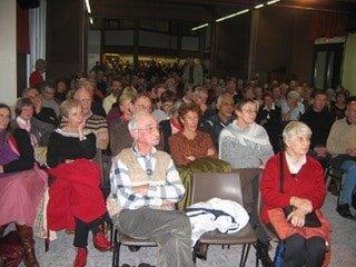 Assemblée lors de la conférence de Michel Serres